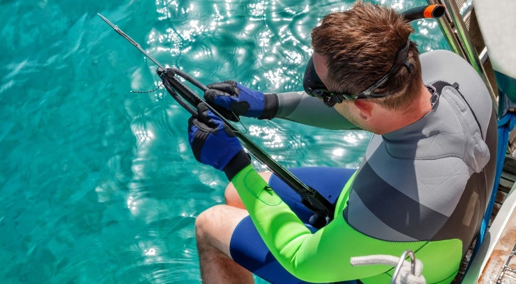 spearfishing gear man with speargun