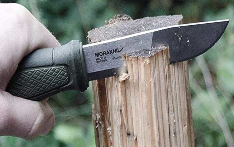 Good knife according to a wilderness survival expert and top knife with Rambo Knife