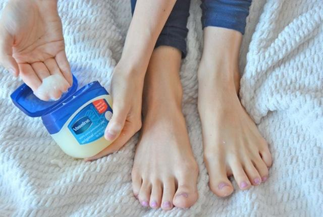 applying vaseline to prevent blisters and cracked feet in order to have smooth feet